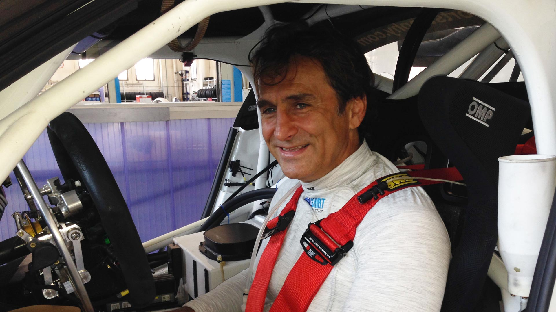 Alex Zanardi presents